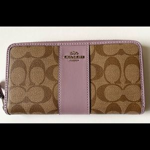 NWT Coach Accordion Zip Wallet Leather